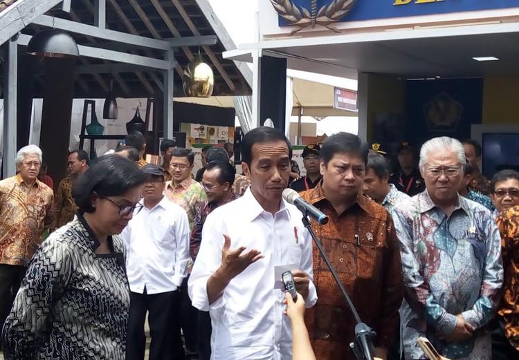 Jokowi tells ministers to address socioeconomic disparity