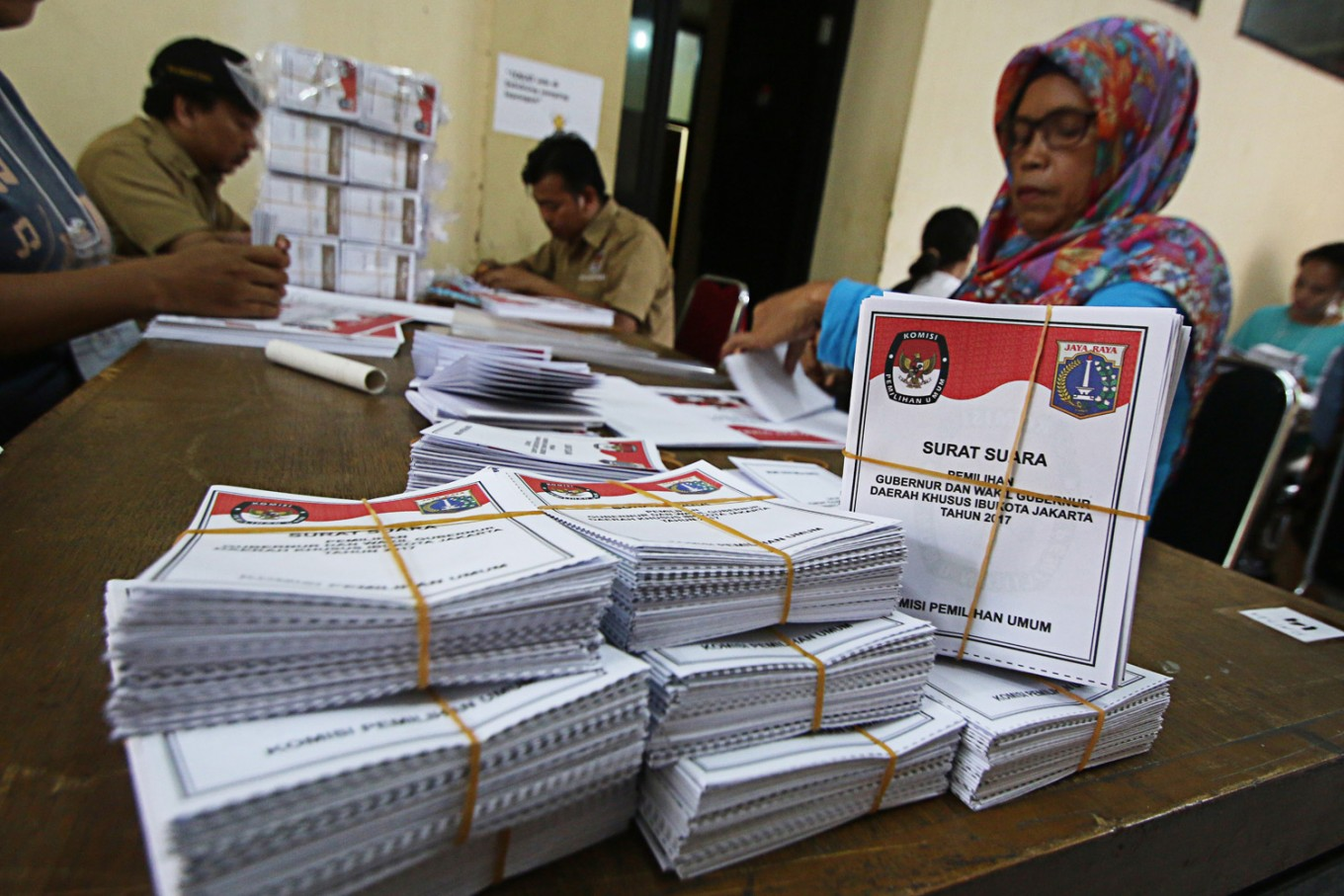 Indonesians abroad return to vote, but only if it's not too far