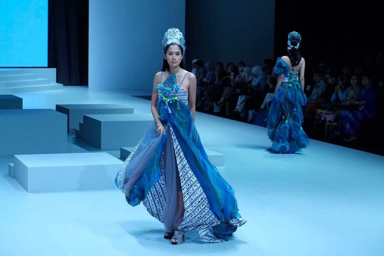 A model wears a dress designed by Julietteart. (JP/Jerry Adiguna).