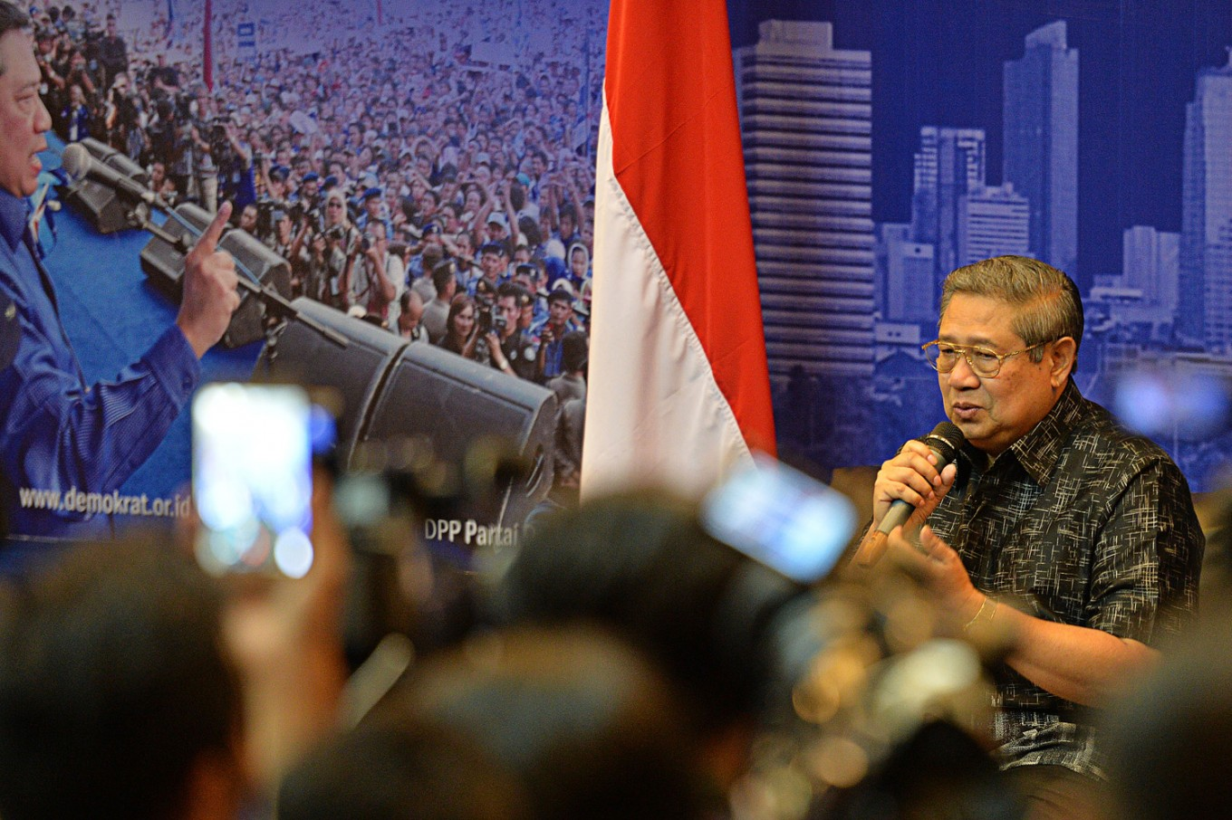 SBY rants on Twitter condemning efforts smearing son's candidacy