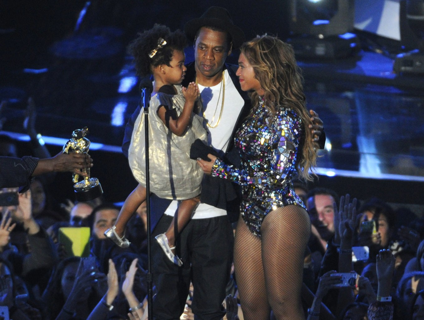 Beyonce announces she's pregnant with twins on Instagram