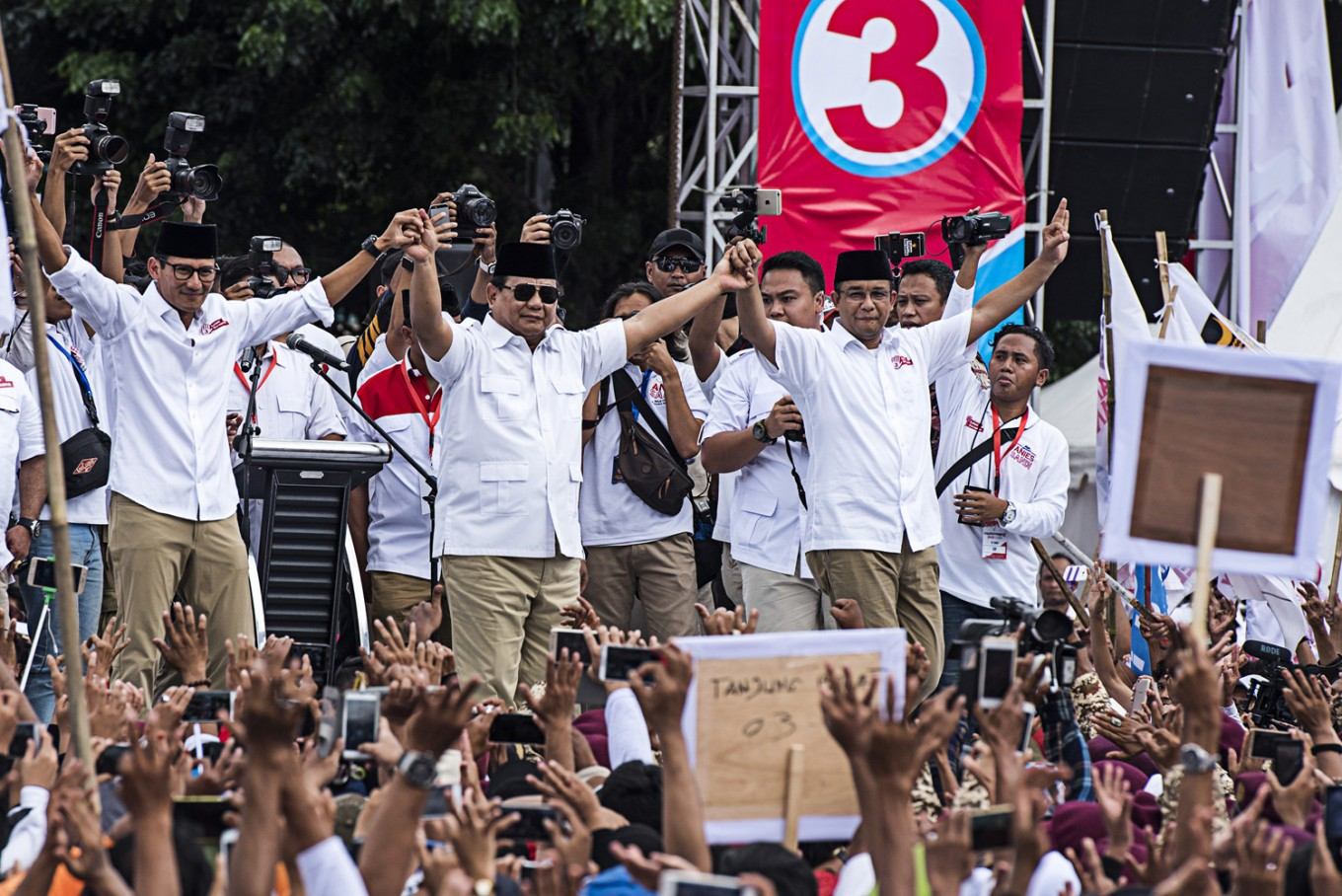 Anies beats Ahok in runoff vote: Quick counts