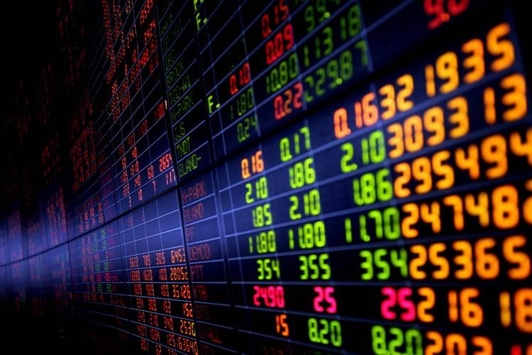 INSIGHT: ASEAN monetary authorities brace for uncertain 2017