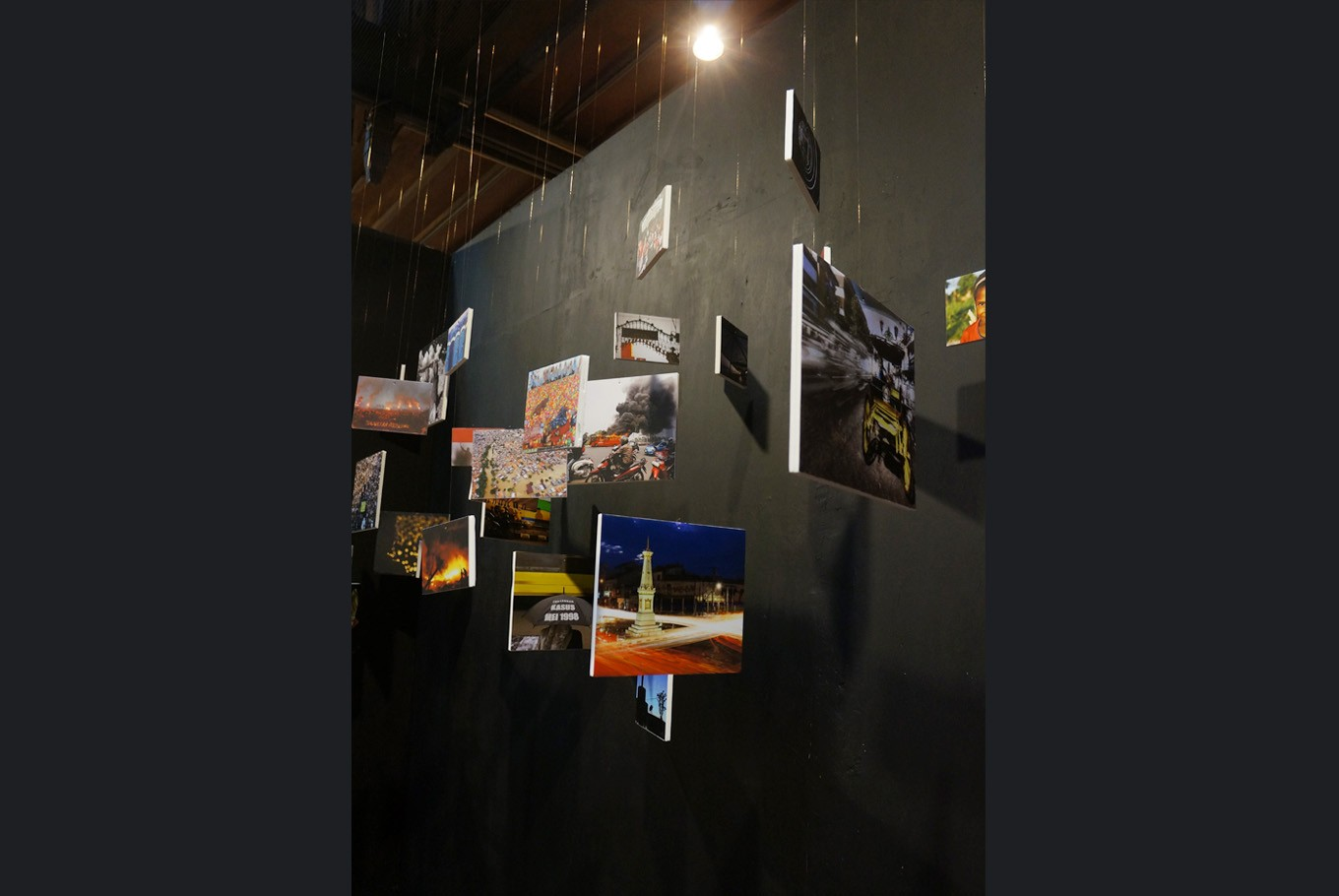 """An installation in the Unpublished exhibition. Among the works are images that show blood and violence, as well as works that festival head Wisnu Widiantoro called """"graphically interesting, but unattractive as news"""". (JP/Masajeng Rahmiasri)"""