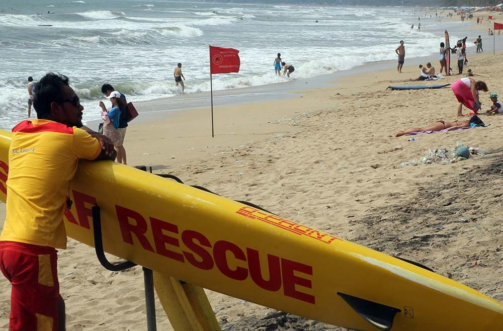 Kuta lifeguards warn of high waves, strong wind