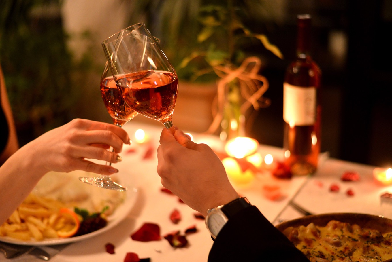 Romantic or casual 8 restaurants to celebrate valentine 39 s for Romantic hotels for valentine s day