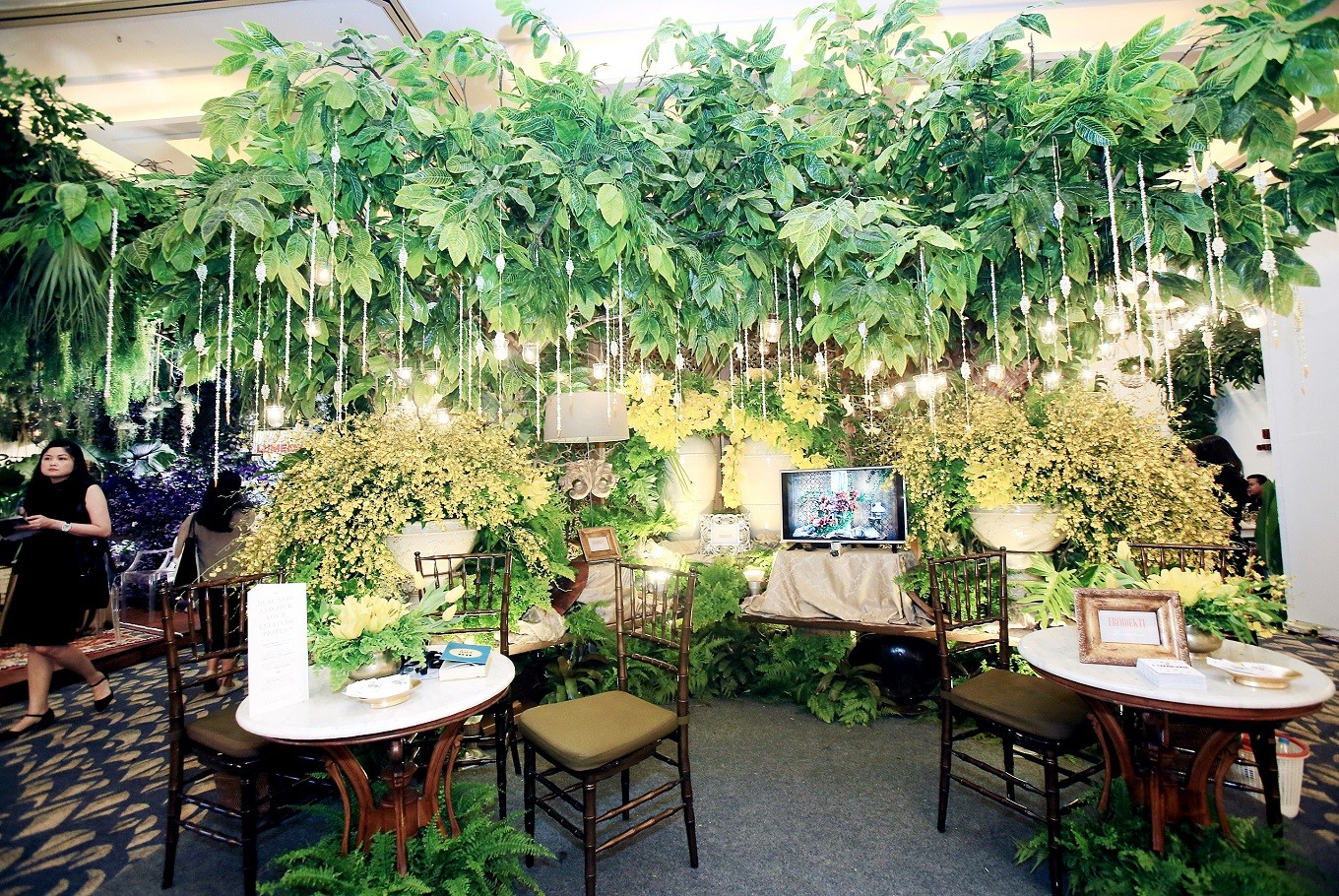 Wedding expo helps couples tying the knot lifestyle the jakarta post green and lush decorations with a strong botanical element are on display during the exhibitionjpdhoni setiawan junglespirit Choice Image