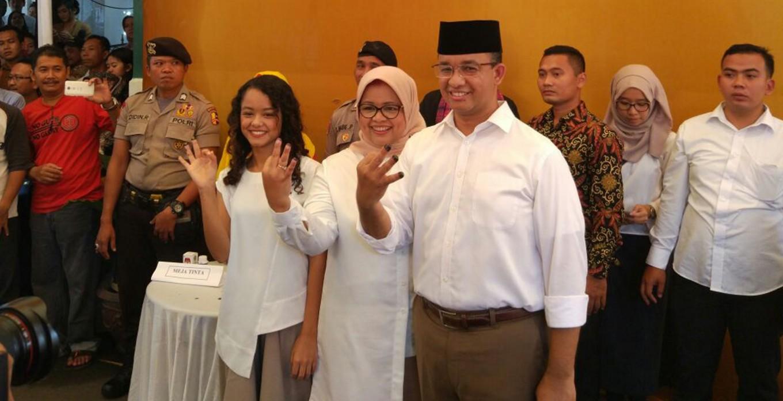 Anies and family cast votes in Lebak Bulus