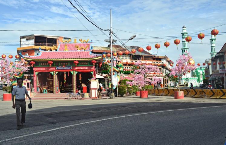Thousands of lanterns light up Singkawang for Chinese New Year