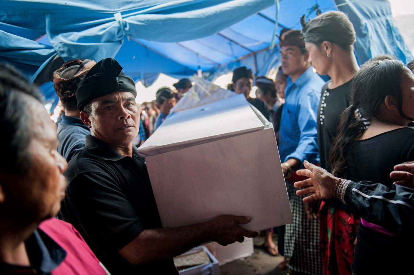 A coffin is carried to a cemetery in Songan village on Monday, February 13, 2017. JP/ Anggara Mahendra