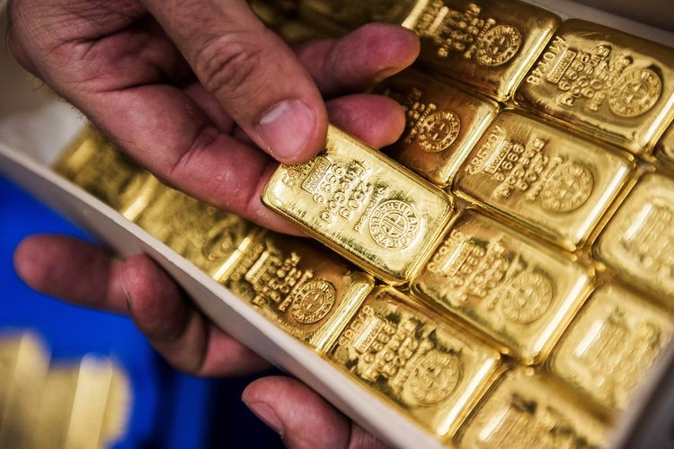 Gold heads for biggest weekly advance since 2008 after squeeze
