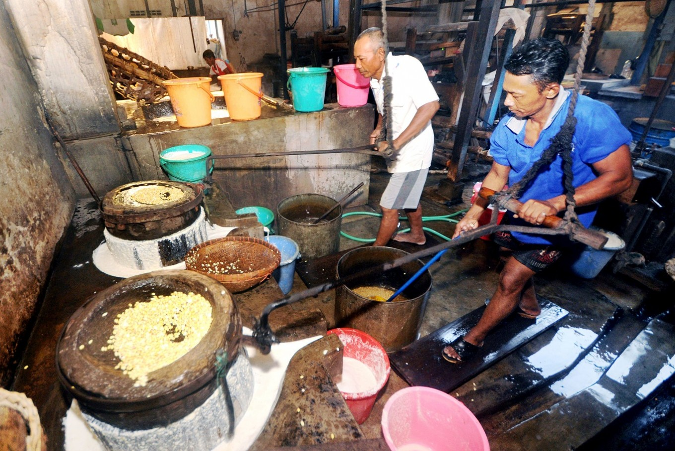 The high cost of manual production at Herman's factory made his tofu more expensive than other tofu in Kediri.