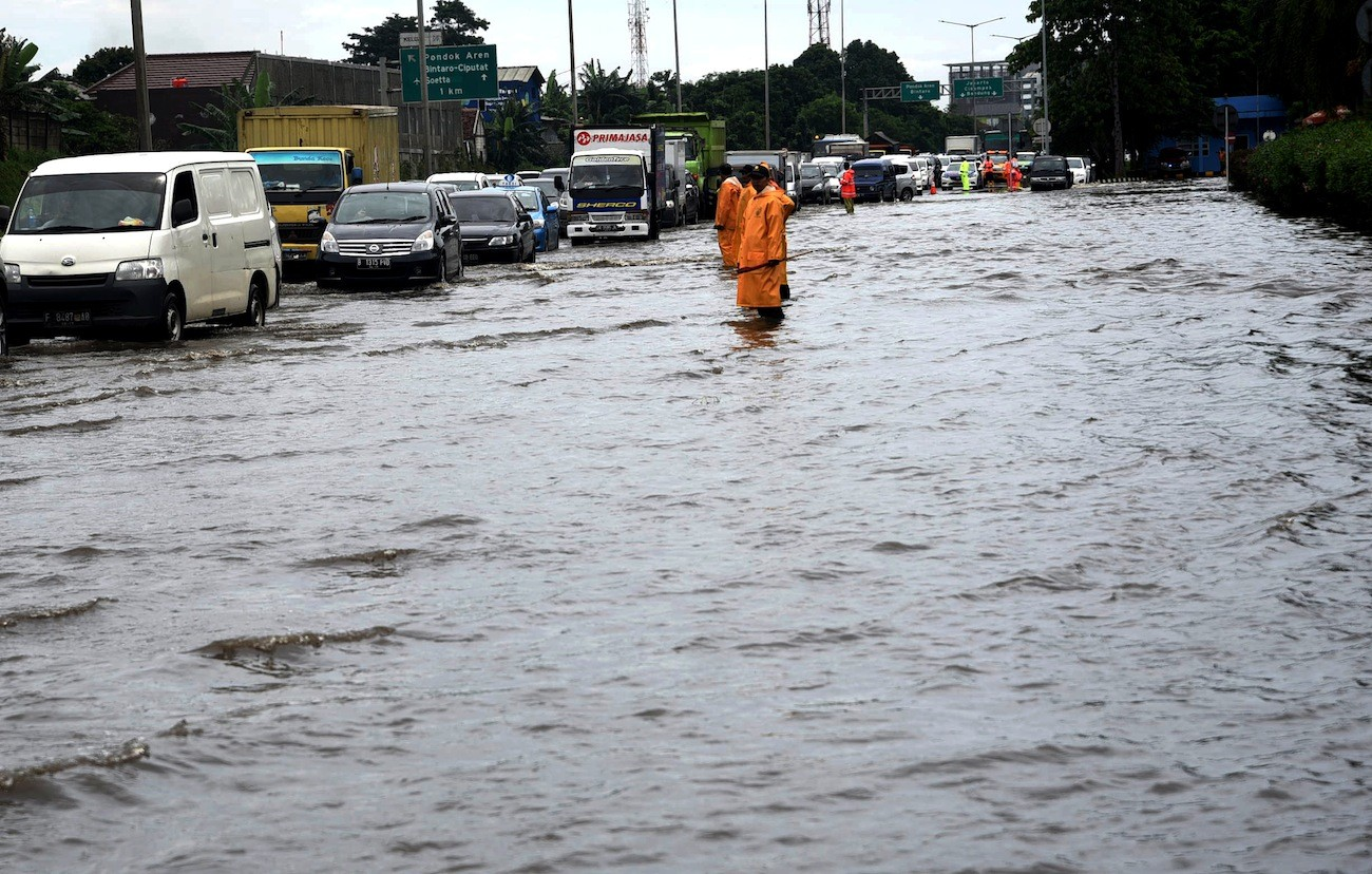 Shortcut canal in pipeline to prevent future floods on Serpong toll road