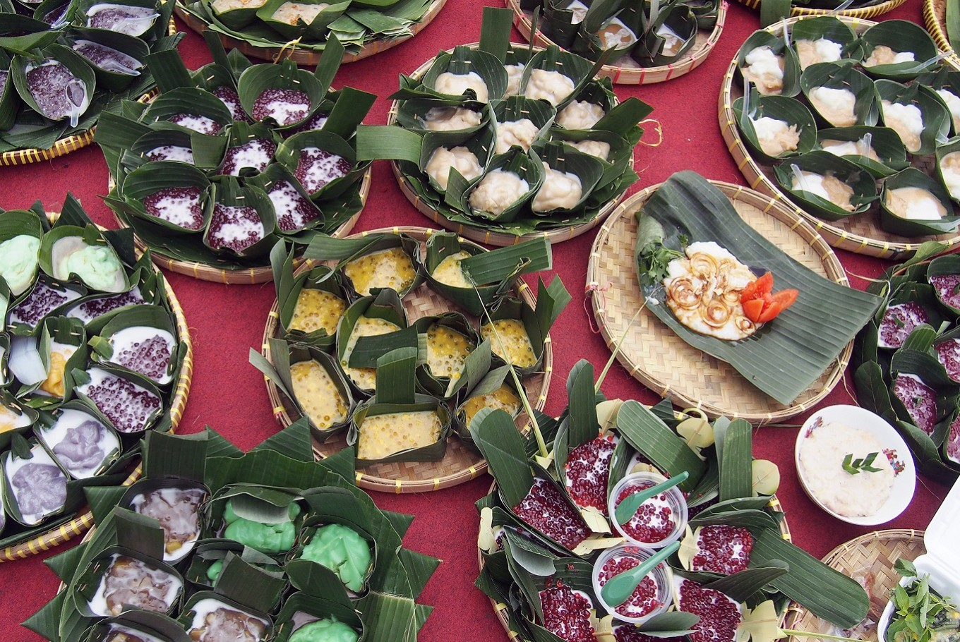 Served warm: As many as 150 varieties of jenang were presented during the Jenang Festival in Ngarsopuro district, Surakarta, Central Java, on Friday.