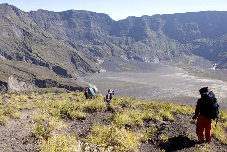 Para pendaki di Gunung Tambora, Nusa Tenggara Barat | Foto: Ahmad Arif / Kompas.com