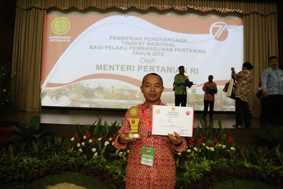 School dropout becomes Indonesia's most 'prestigious farmer'