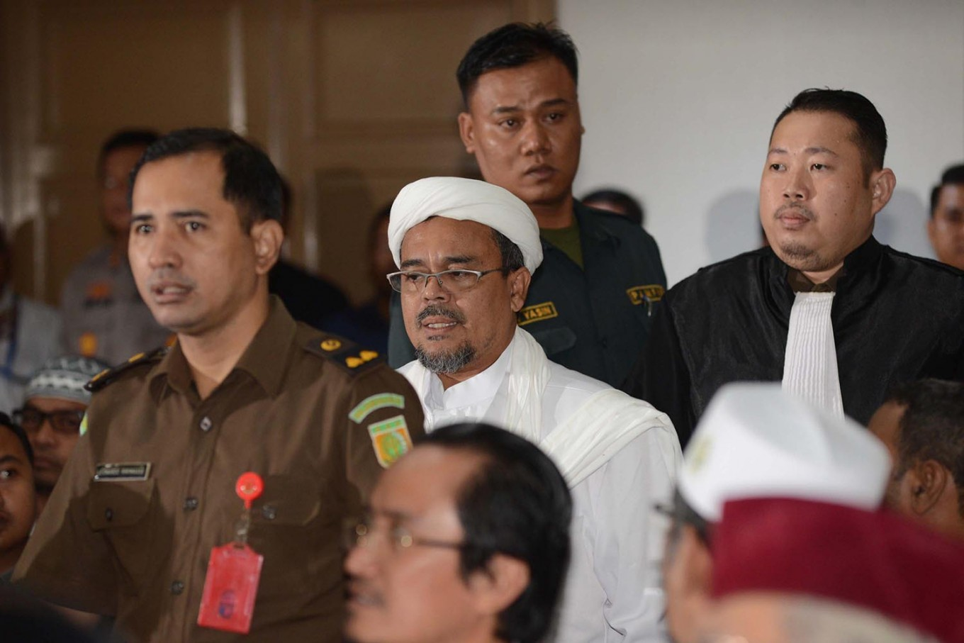 FPI head urges judges to detain Ahok