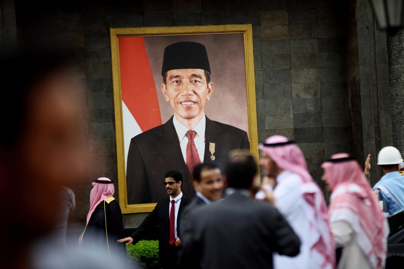 Members of King Salman's entourage are busy preparing for the arrival of their monarch at Halim Perdanakusuma Airport, Jakarta, on Wednesday. JP/Dhoni Setiawan