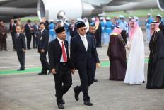 "Jakarta Governor Basuki ""Ahok"" Tjahaja Purnama (right) walks with Tourism Minister Arief Yahya after greeting King Salman bin Abdulaziz Al Saud and his entourage at Halim Perdanakusuma Airport, Jakarta, on Wednesday. JP/Dhoni Setiawan"