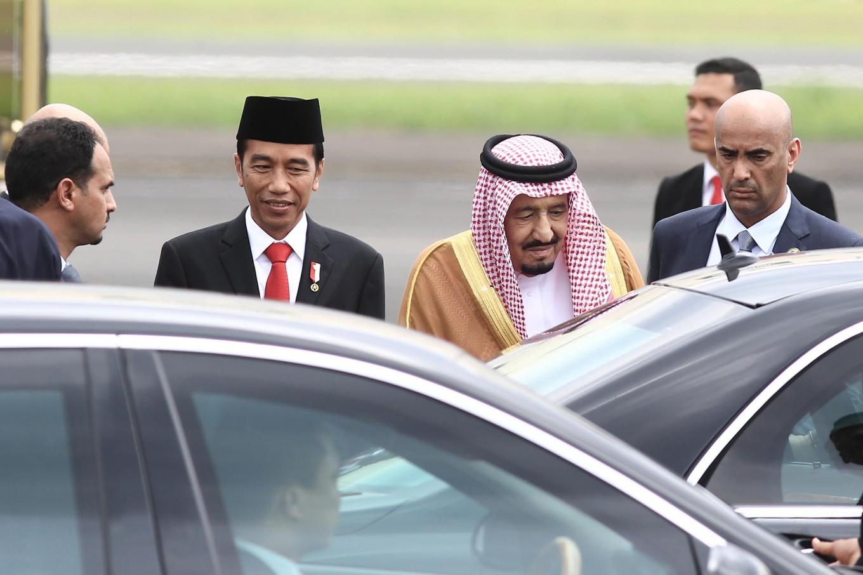 "President Joko ""Jokowi"" Widodo escorts King Salman bin Abdulaziz Al Saud to his car after greeting him at Halim Perdanakusuma Airport.  JP/Dhoni Setiawan"