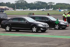 "Two Mercedes-Benz sedans are parked on the runway of Halim Perdanakusuma Airport prior to being used by Indonesian President Joko ""Jokowi"" Widodo and King Salman bin Abdulaziz Al Saud. JP/Dhoni Setiawan"