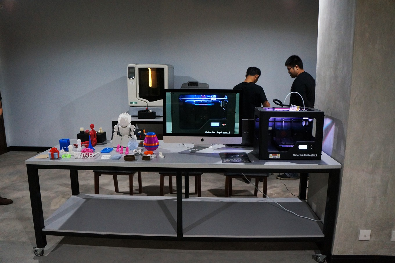 The 3D printers provided at the Jakarta Creative Hub.