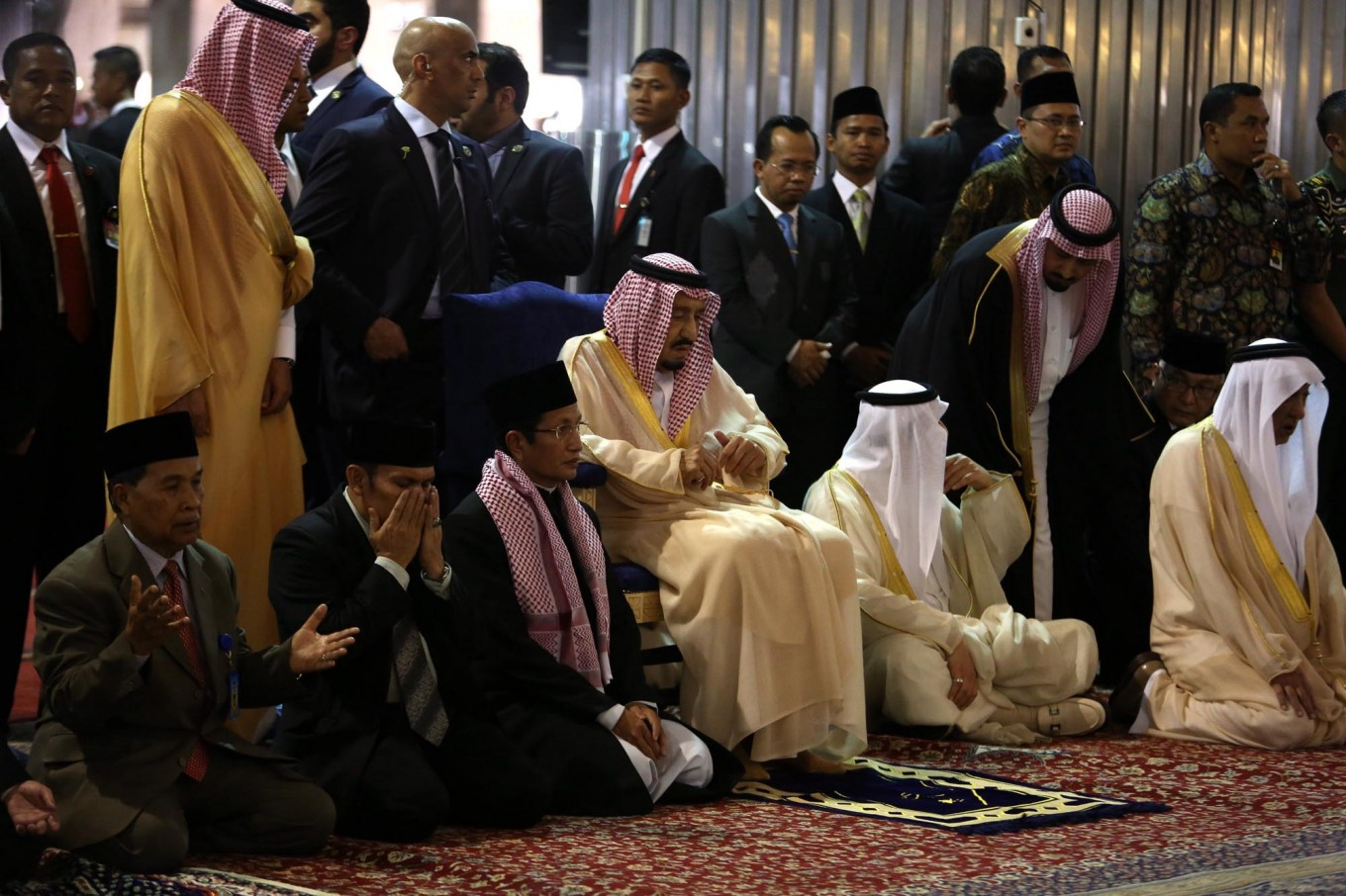 Jokowi, King Salman pray at Istiqlal Mosque