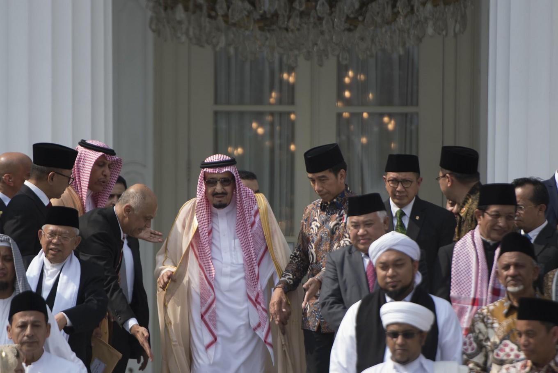 Saudi king calls for moderate Islam