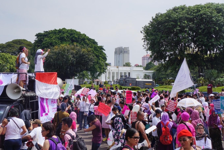 Dance of peace graces Women's March Jakarta 2017