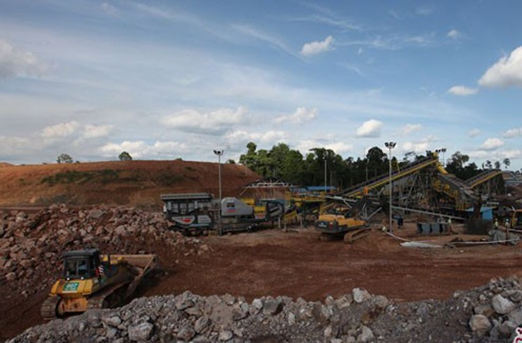 Foreign investors allowed to bid for big mining concessions