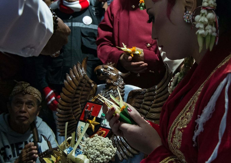 Linda Susanti says an oath to be faithful to Garuda Pancasila. JP/Tarko Sudiarno