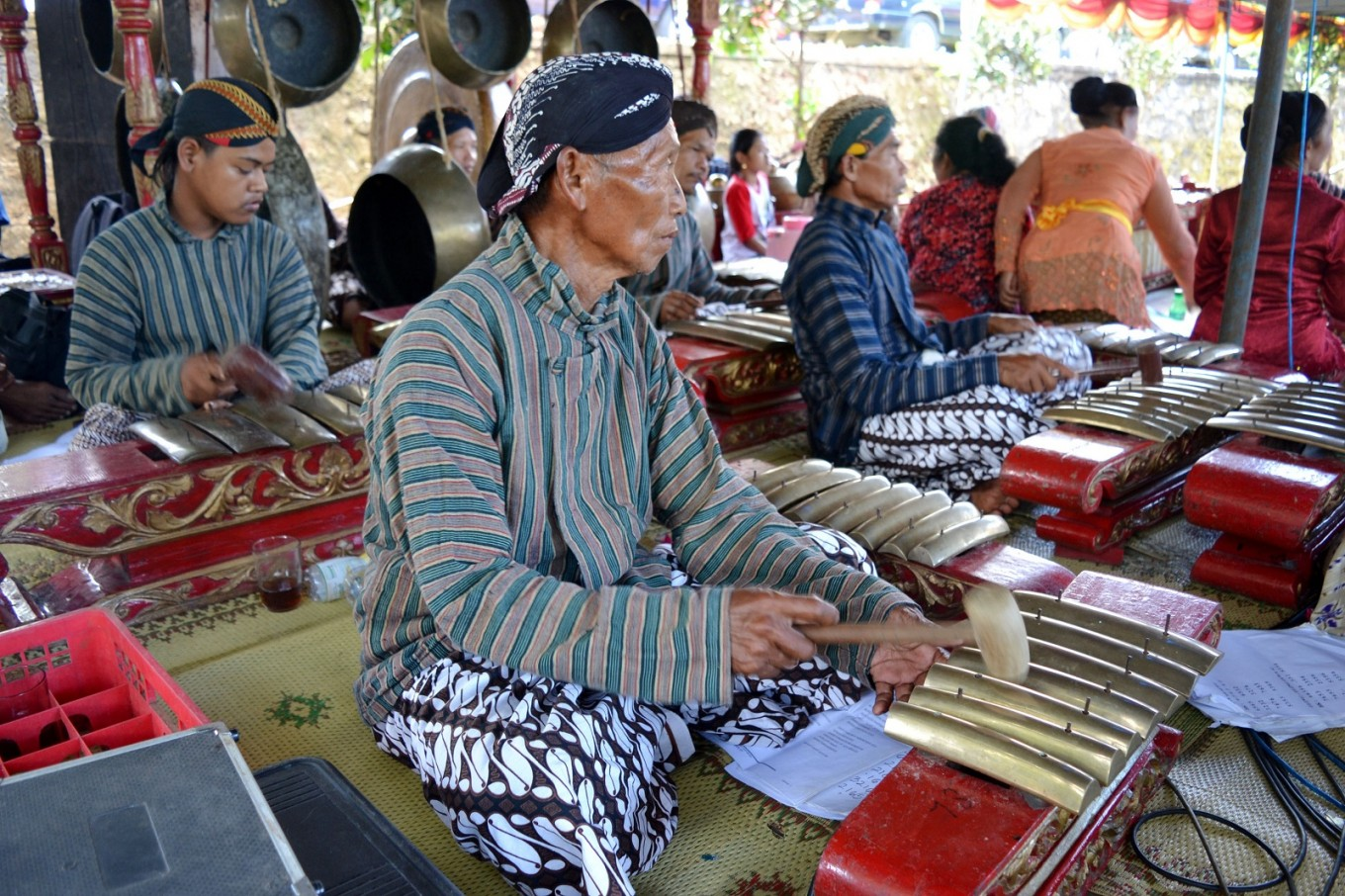 The sound of Javanese gamelan instruments accompanied the melasti procession.