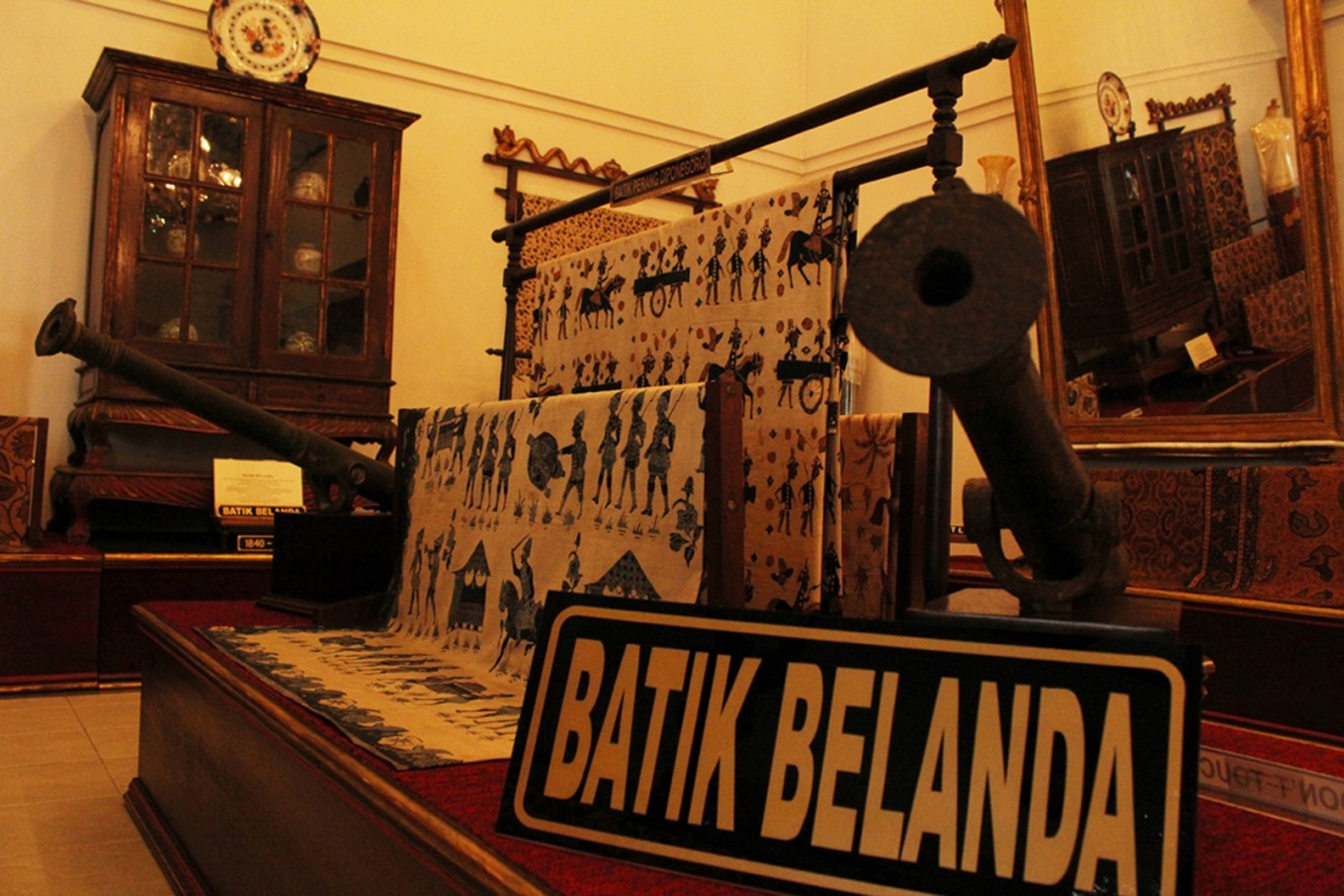 The museum's collection of Batik Belanda.
