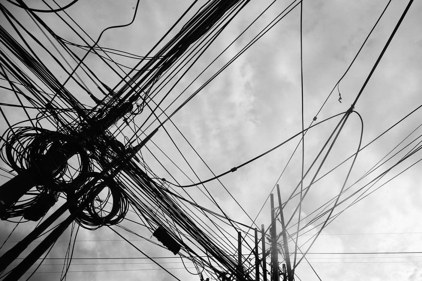 Complicated: Tangled cables are seen on Jl Samanhudi in Central Jakarta. JP/ Dhoni Setiawan