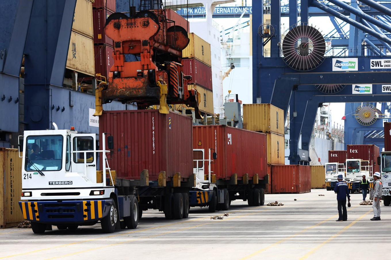 Indonesia takes over part of Singapore's logistics role