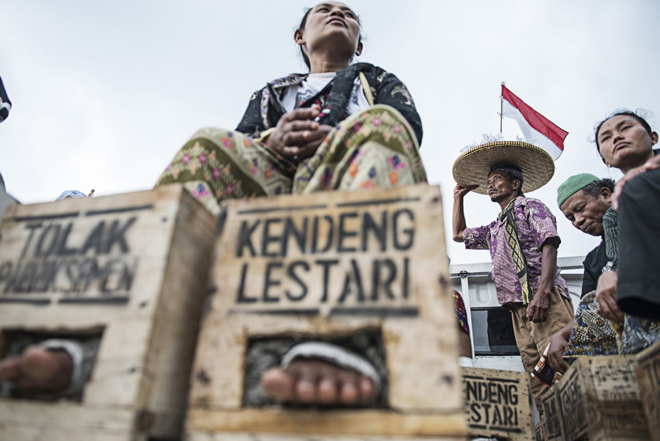 Kendeng farmers refuse to halt protests against cement factory