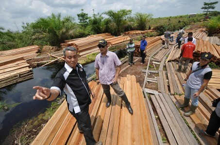 Fatal floods blamed on deforestation in Indonesia