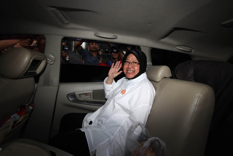 Surabaya Mayor Risma admitted to ICU for gastritis, asthma