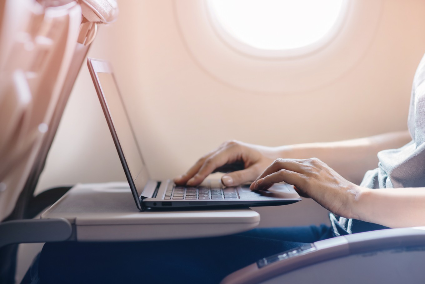Qatar Airways to loan laptops to passengers