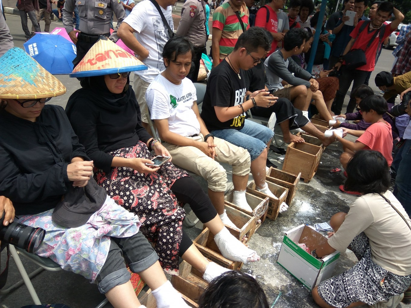 Anti-cement plant rally goes on after farmer's death