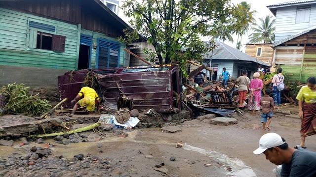 Flash flood hits North Sumatra regency, killing 3