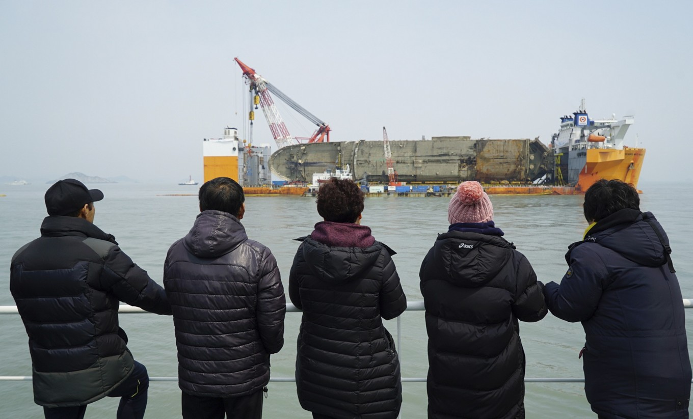 New search begins for missing Sewol passengers
