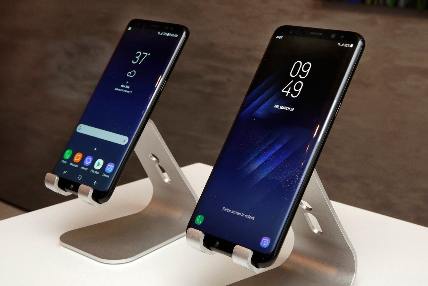Samsung to upgrade Galaxy S8 software for red-tinted screen