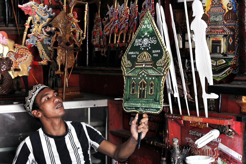 Khotib holds up one of his products at his workshop in Gumampir village, Karangnongko, Klaten regency, Central Java. JP/ Magnus Hendratmo