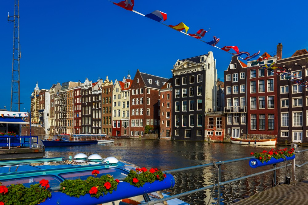 'Party city' Amsterdam to crack down on tourists