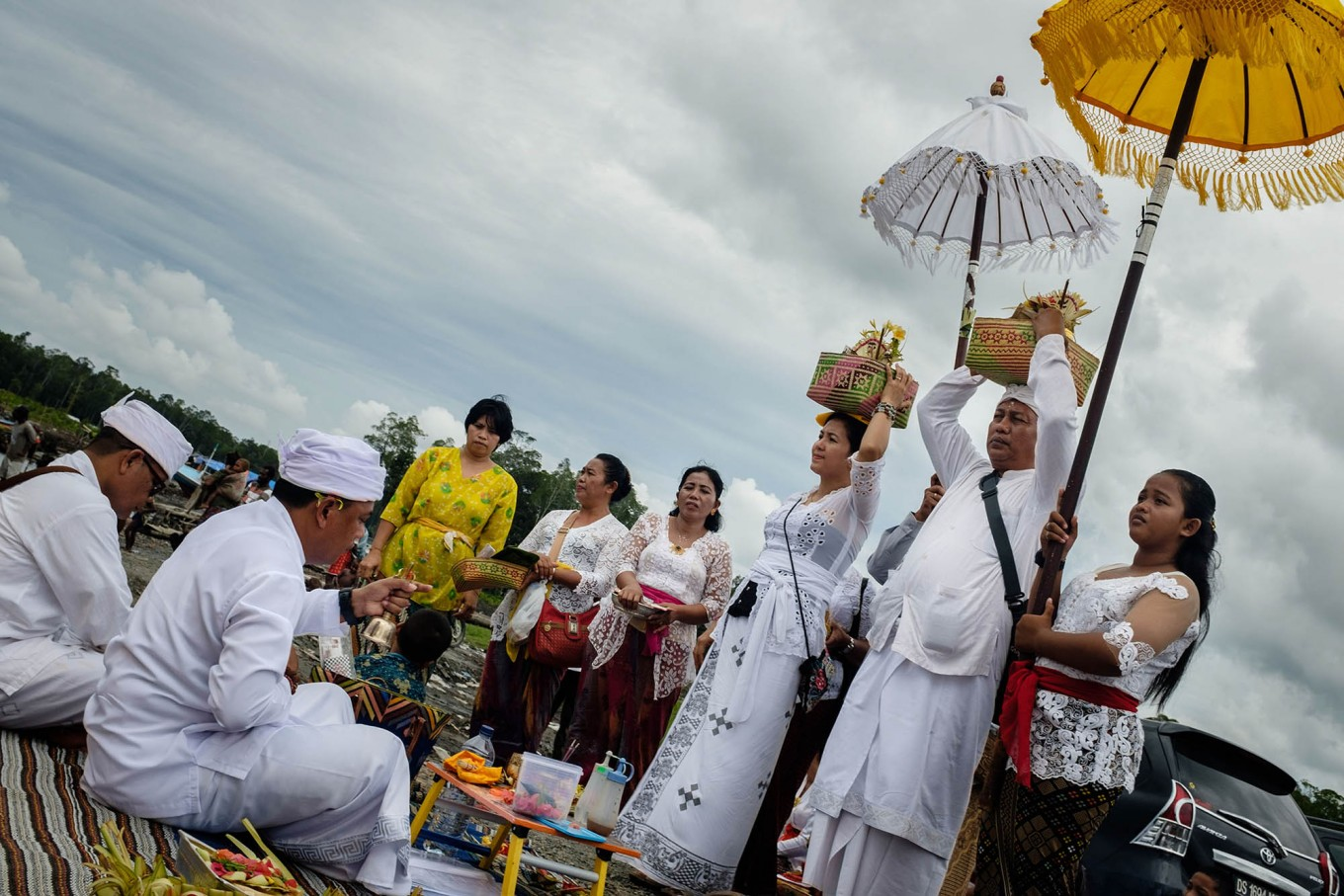Timika is cloudy during the Melasti ceremony although weather in the city is usually clear. JP/Vembri Waluyas