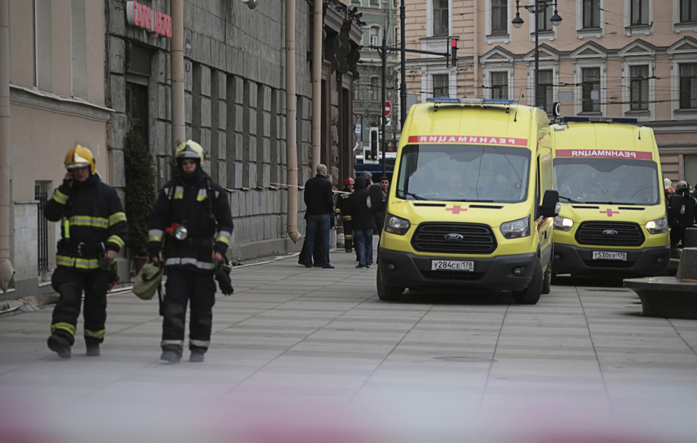 Blast on Russian subway kills 11; 2nd bomb is defused