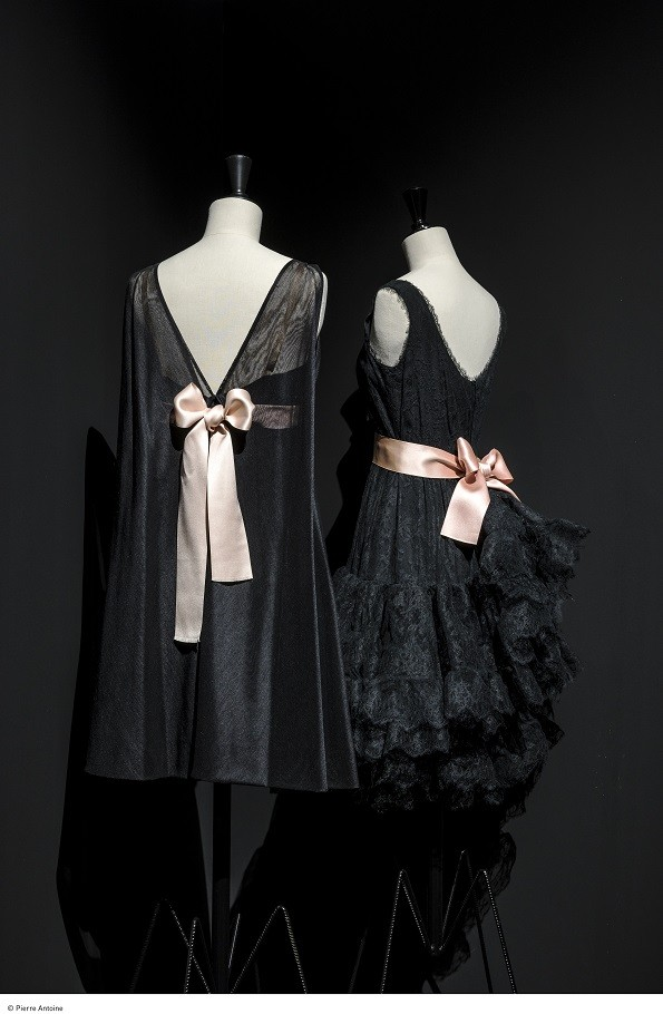 Robe made of marquisette (gauze) cut in biais, pale pink ribbon as part of Collection Palais Galliera Winter 1967, and Cocktail dress in Chantilly, volant skirt with a belt of pale rose satin ribbon as part of Collection Palais Galliera Summer 1965.