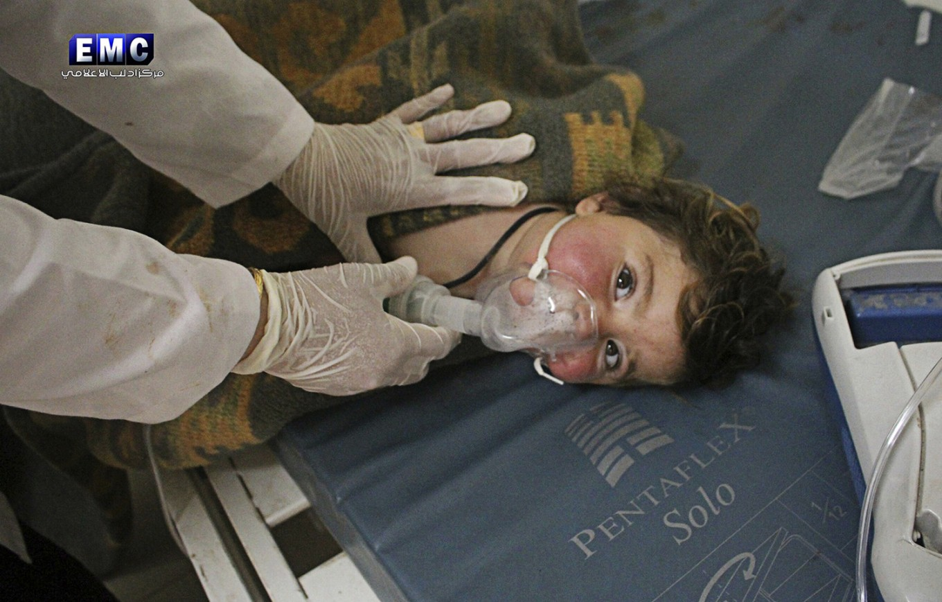 Amid 'bloodbath' fears, US warns Assad against using chemical weapons