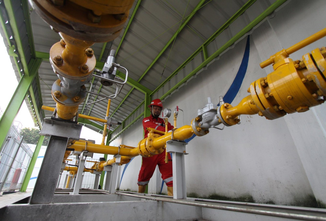Minister inaugurates gas network to serve 24,000 households in Surabaya